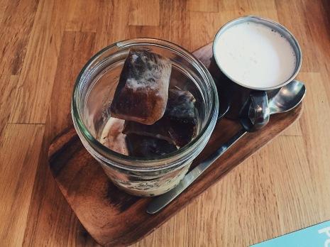 Göngōng Kouples | Gongong Kouples (@gongongkouples) 冰磚咖啡拿鐵