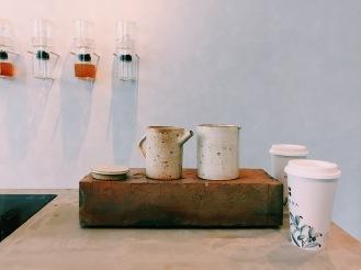 十間茶屋兼售質樸溫潤的茶具